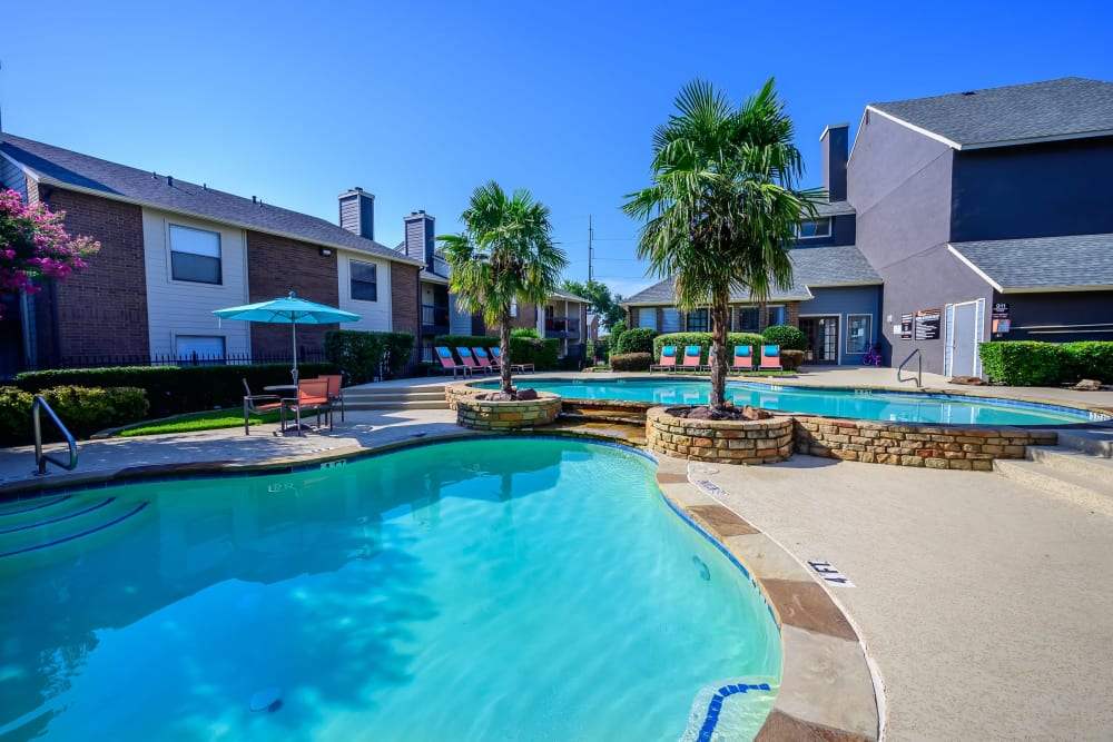 Luxury resort style pool at Ridgeview Place in Irving, Texas