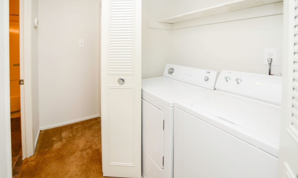 Westwood Gardens Apartment Homes offers a washer/dryer in Thorofare, NJ