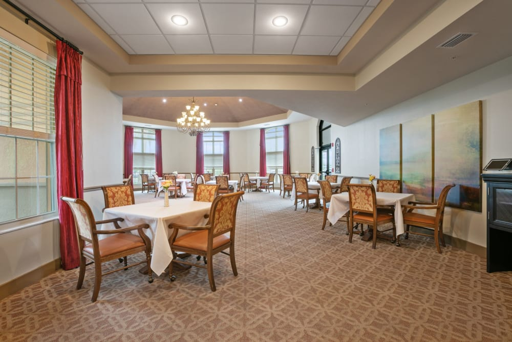 Resident dining room at Merrill Gardens at Solivita Marketplace in Kissimmee, Florida.
