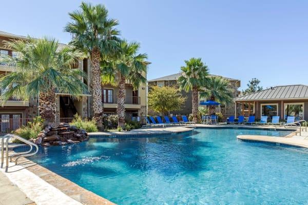 Swimming pool at Azul Apartment Homes in San Antonio, TX