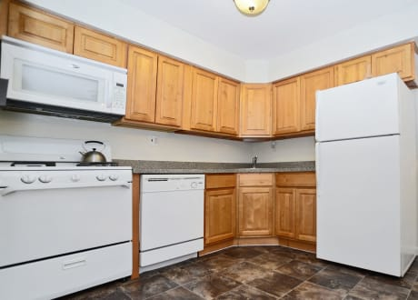 The Fairways Apartment Homes offers a fully equipped kitchen in Blackwood, NJ