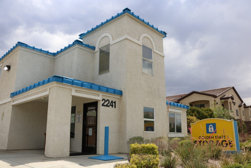 Front view of the leasing office at Golden State Storage - Horizon Ridge in Henderson, Nevada