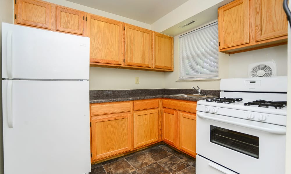 Post & Coach Apartment Homes offers a fully equipped kitchen in Freehold, NJ