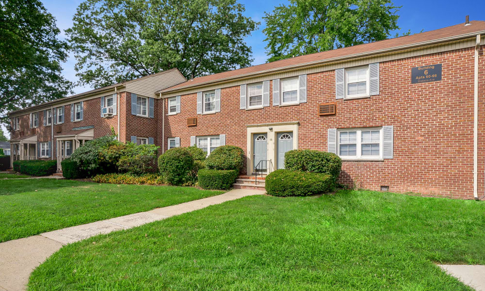 Well maintained lawn at General Greene Village Apartment Homes in Springfield, NJ