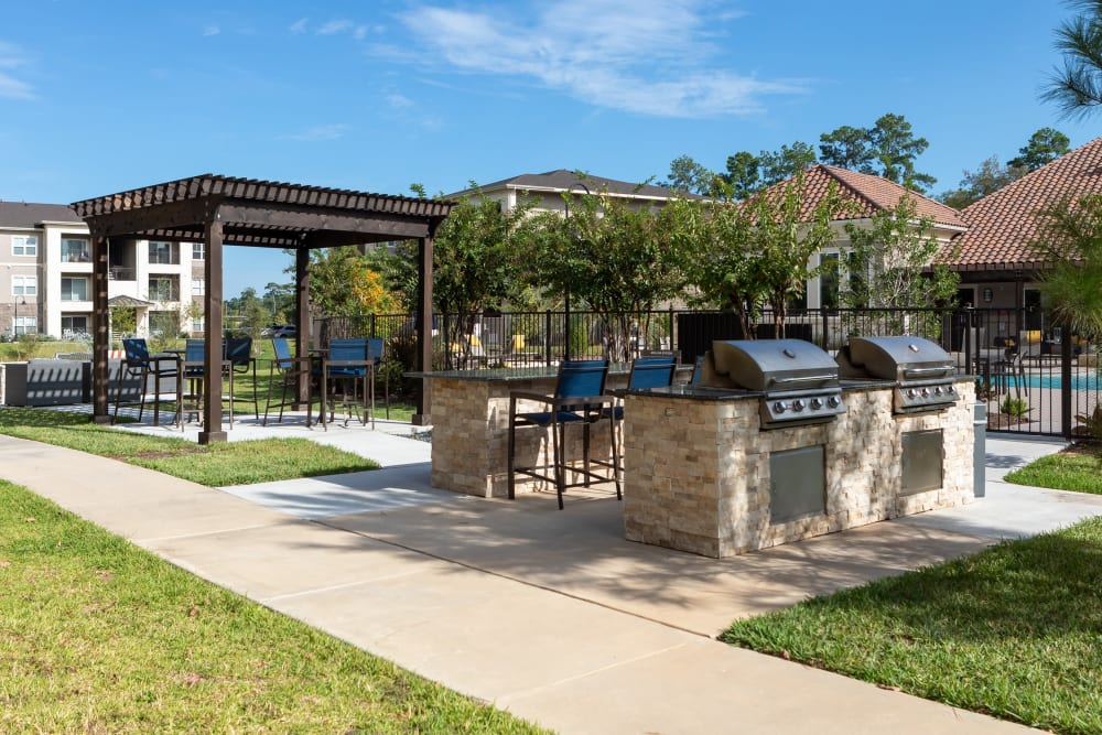Outdoor grilling area at Hilltops in Conroe, Texas