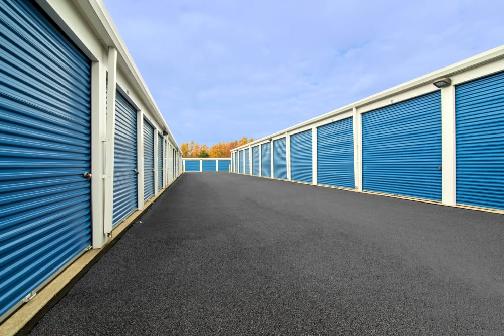Wide driveways at Tyler Self Storage in Mentor, Ohio