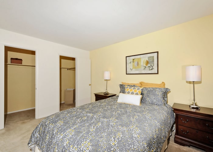 Towson Crossing Apartment Homes offers a bedroom with closet in Baltimore, MD