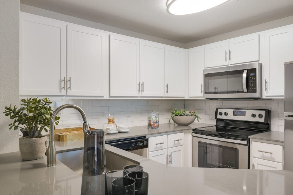 Centro Apartment Homes offers a furnitured kitchen in Hillsboro, Oregon