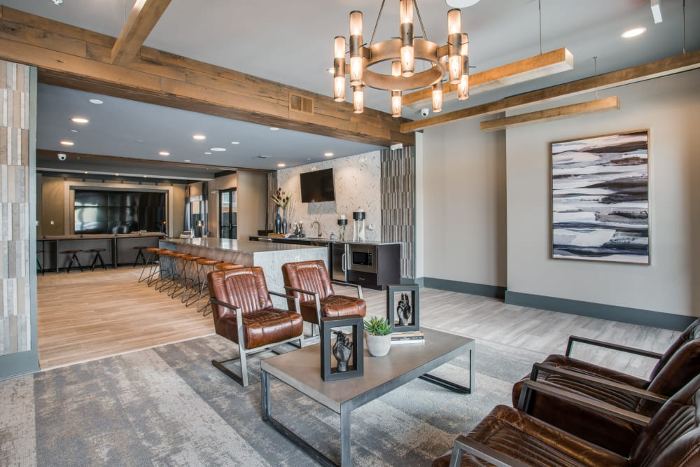 Alta Trinity Green offers a beautiful clubhouse in Dallas, Texas