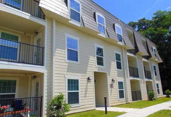 Exterior view of Courtyard Commons apartments