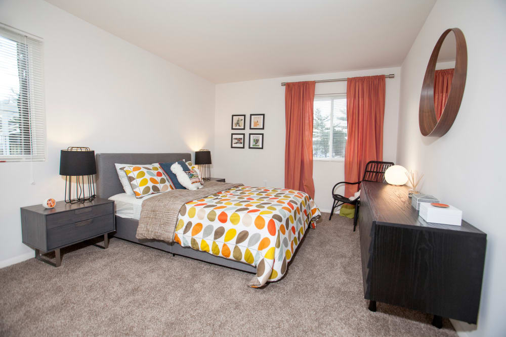 Quail Ridge Apartments in Plainsboro, NJ offers a nice bedroom