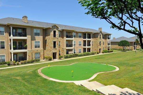Exterior view of El Lago Apartments in McKinney, Texas