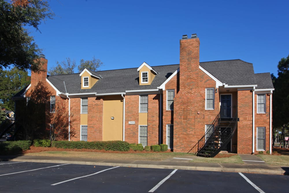 Exterior of apartments and parking lot at The Gatsby at Midtown in Montgomery, Alabama