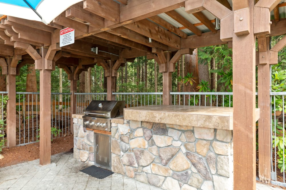 The community BBQ area at Wildreed Apartments in Everett, Washington