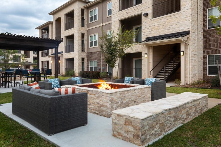 Outdoor grills and fire pit at Hilltops in Conroe, Texas