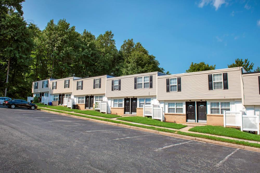Apartments with convenient parking lots at Fontana Village