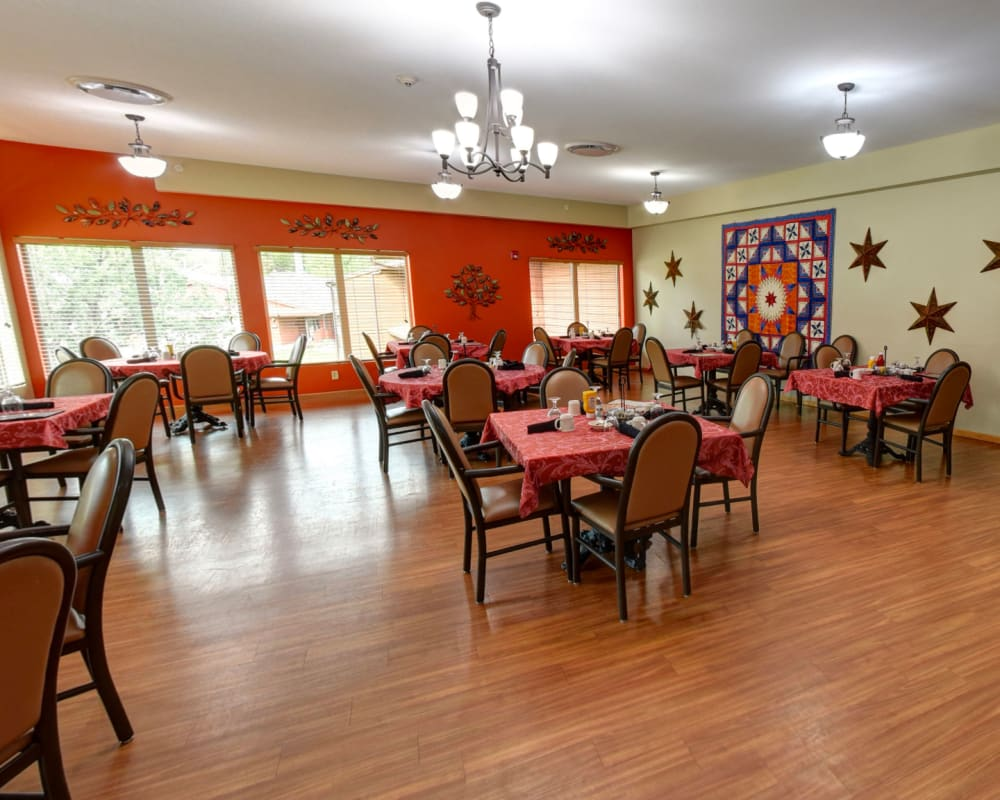 Spacious resident dining room at Garnett Place in Cedar Rapids, Iowa.
