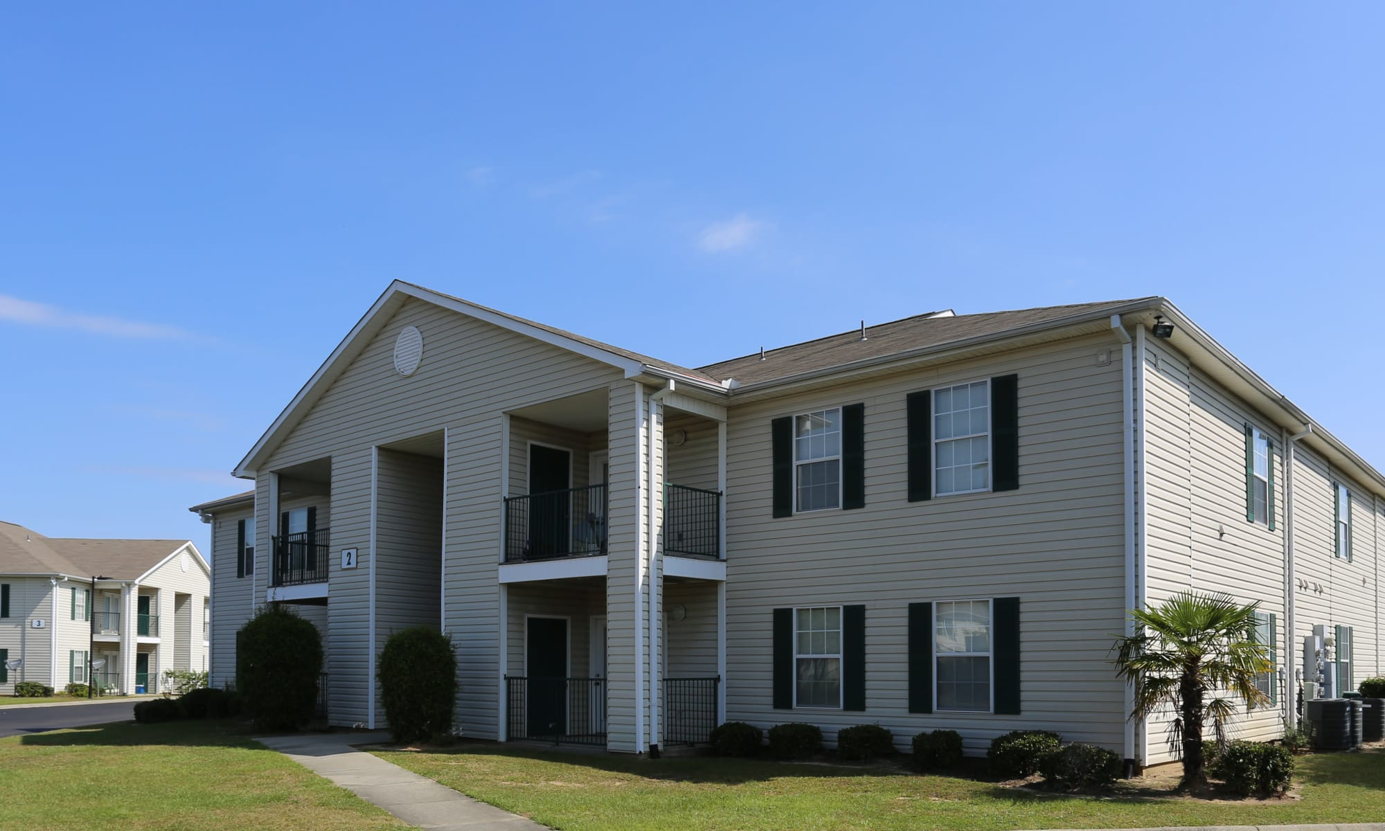 Beautifully landscaped apartments at Ashton Park Apartments in Gulfport, Mississippi