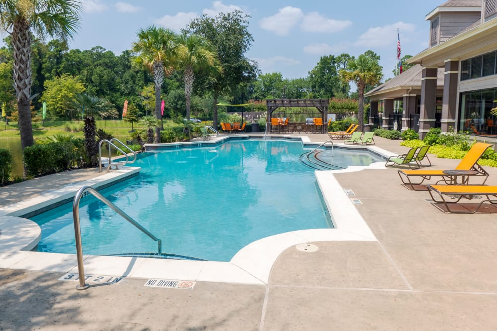 Stoneleigh on Kenswick Apartments offers a state-of-the-art swimming pool in Humble, Texas