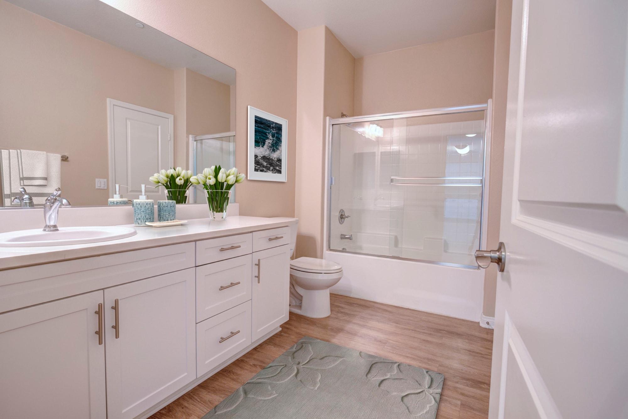 A spacious apartment bathroom in Palisades Sierra Del Oro in Corona, California