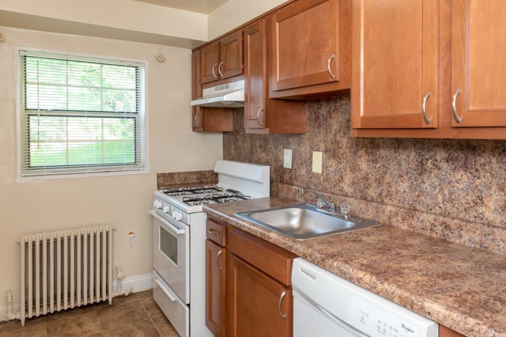 Hamilton Manor offers a modern kitchen in Hyattsville, Maryland