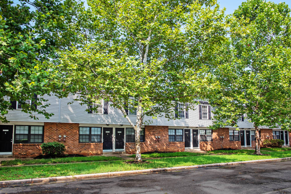 Apartments with nice landscaping in Halethorpe, Maryland