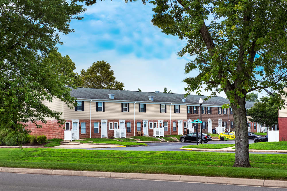 Apartments with beautiful landscaping at Commons at White Marsh Apartments in Middle River, Maryland