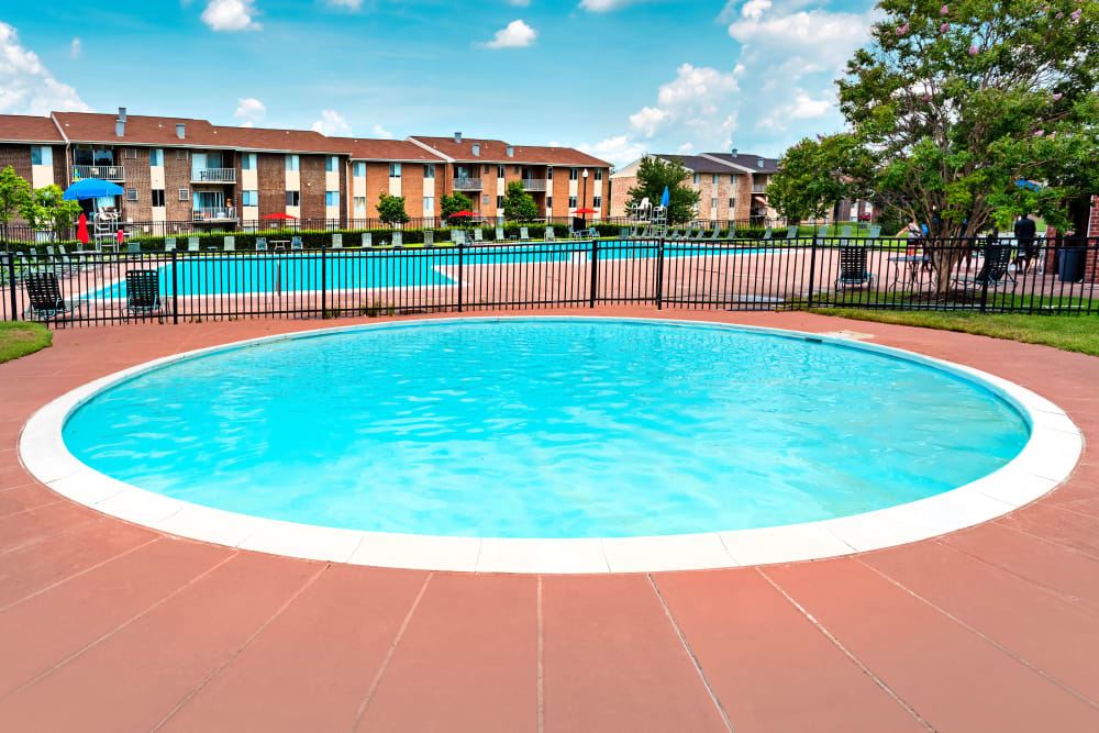 Spacious hot tub at Commons at White Marsh Apartments in Middle River, Maryland