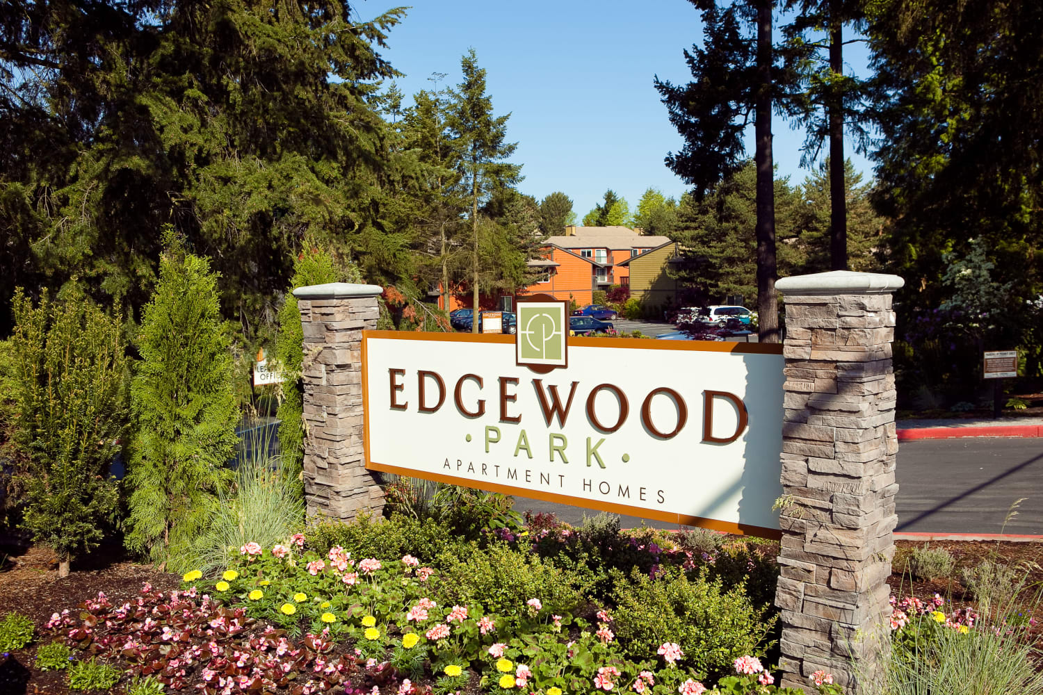 Front entrance sign at Edgewood Park Apartments in Bellevue, Washington