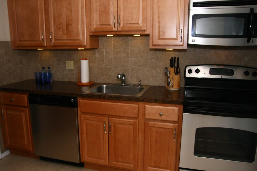 Modern kitchen with all the conveniences you require at Shenandoah Arms in Spring Lake