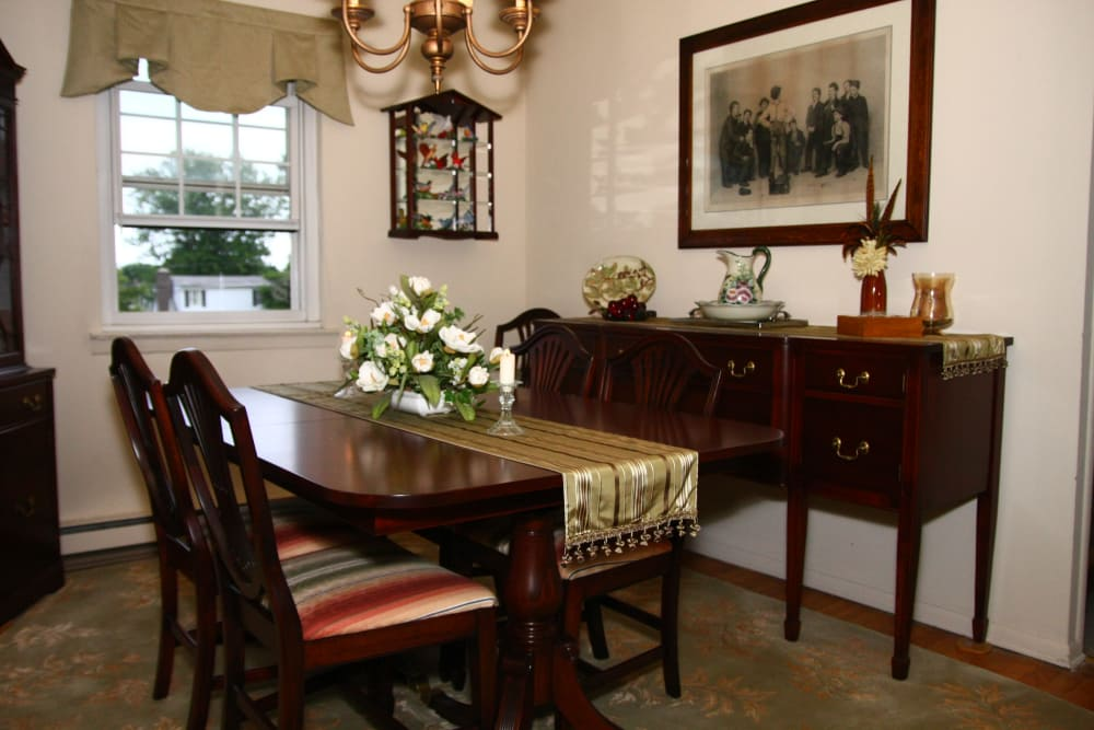 Beautiful dining area in Shenandoah Arms