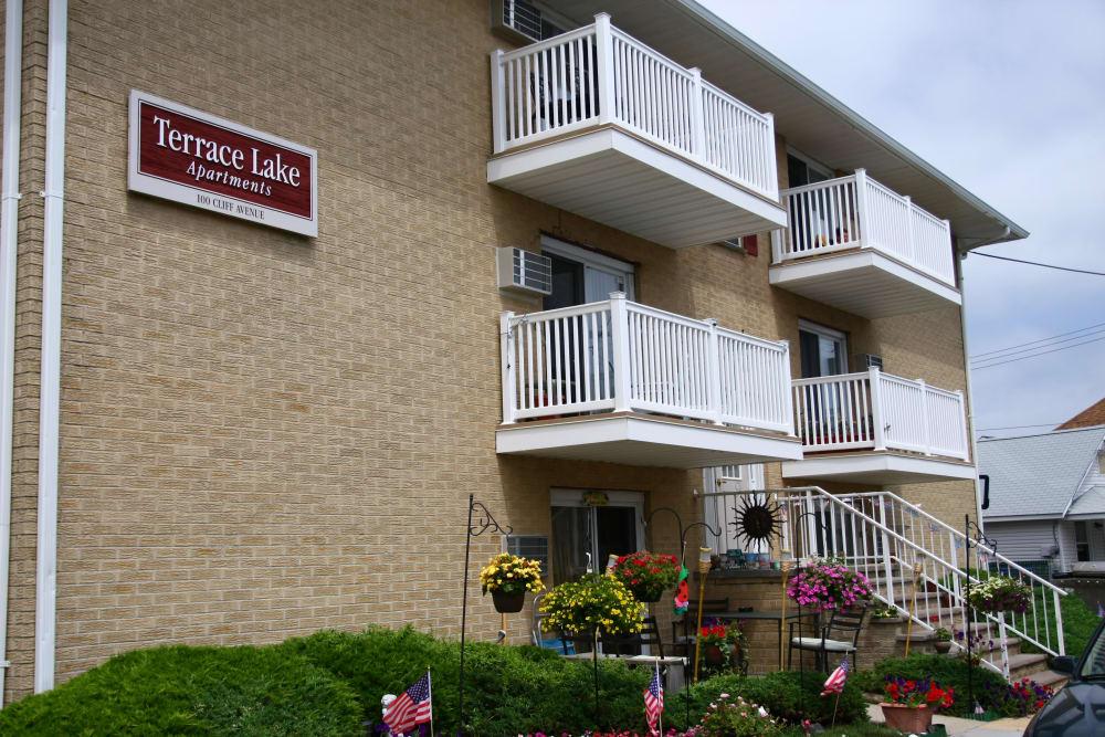 Terrace Lake Apartments Exterior