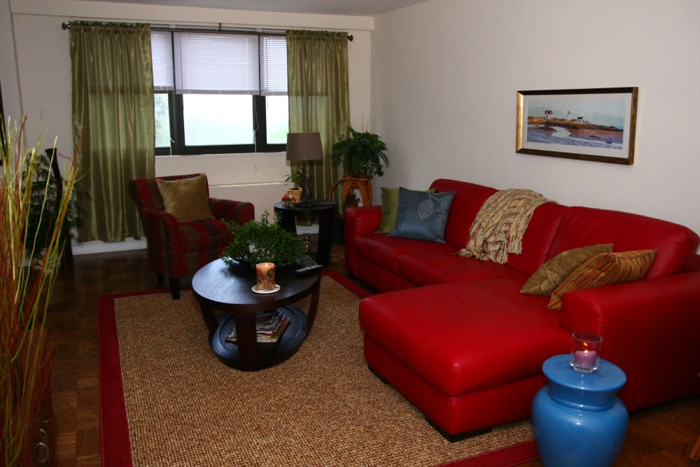Alternative living room model at Carlyle Towers