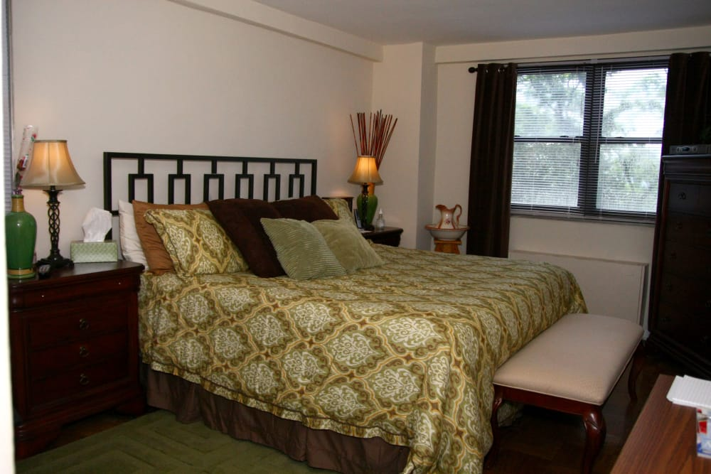 Alternative model of master bedroom at Carlyle Towers