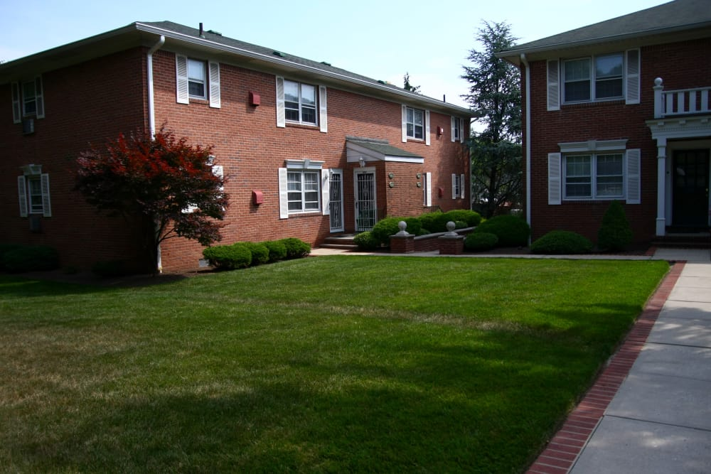 Our outdoor green spaces are immaculate at Cedar Village