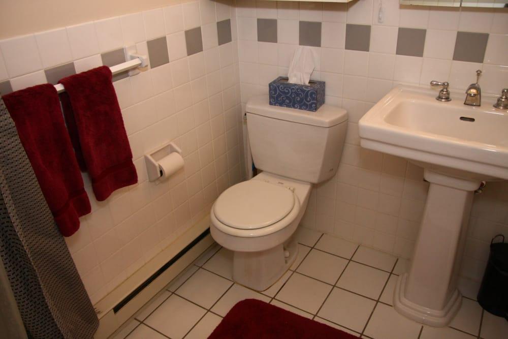 Cozy bathroom at Cloverdale Associates