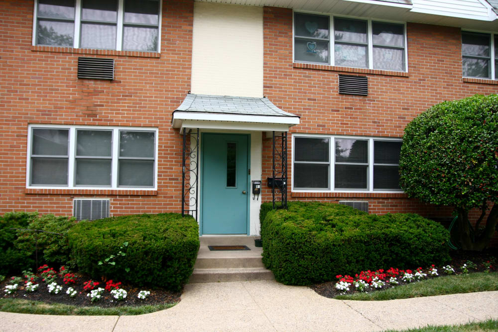 Exterior view of resident building at Haddon Knolls Apartments