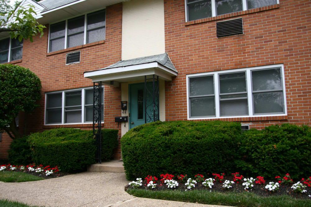 Exterior view of resident building at Haddon Knolls Apartments in Haddon Heights, NJ