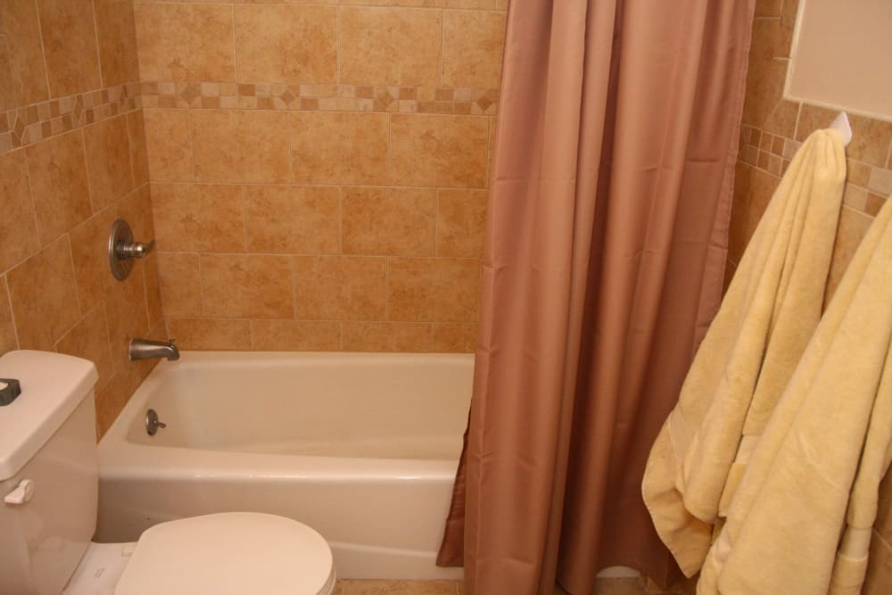North Hills Apartments offers a beautiful bathroom with tub in Colonia, New Jersey
