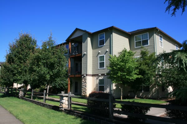 Exterior view of our apartments at Stone Ridge in Eugene, OR