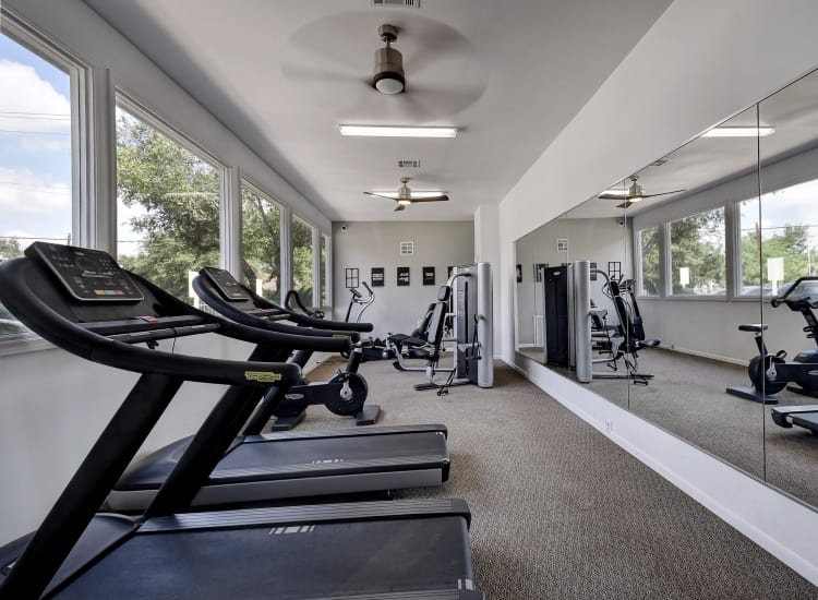 Fitness center at Oasis at Oakwell in San Antonio, Texas