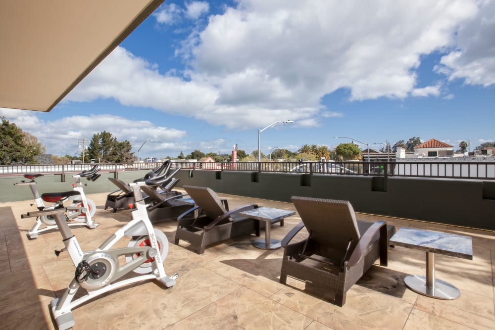 Lounge amenities at Hillsborough Plaza Apartments in San Mateo, California