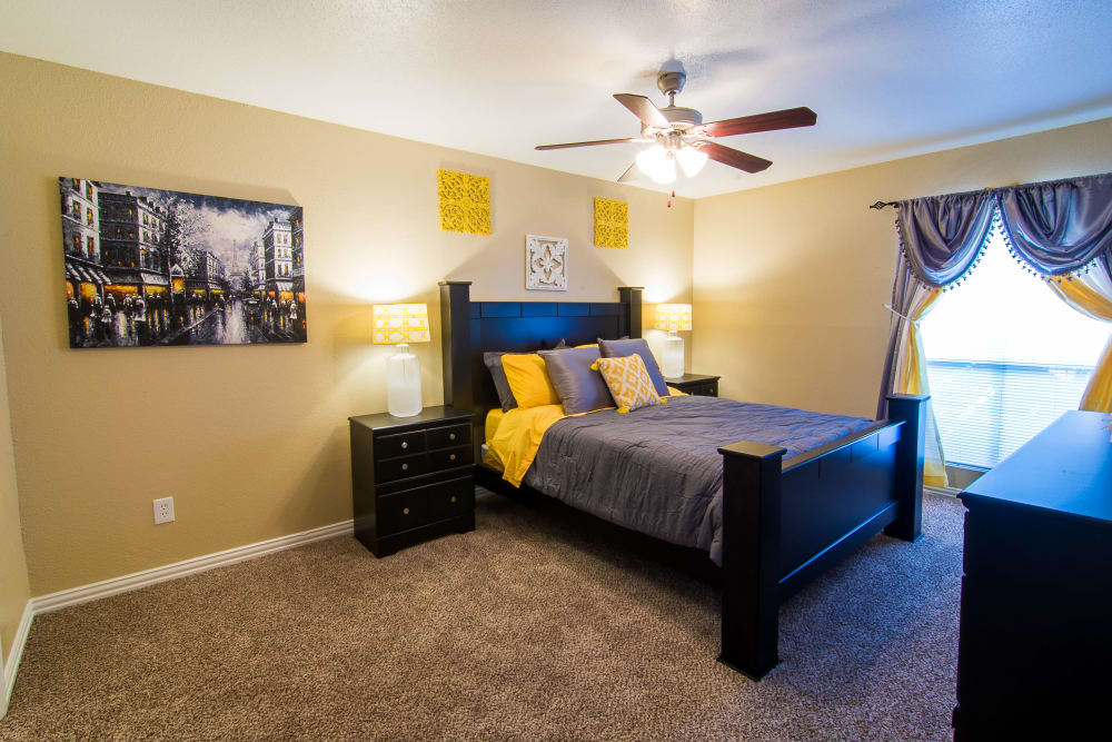 Meadowbrook Apartments bedroom