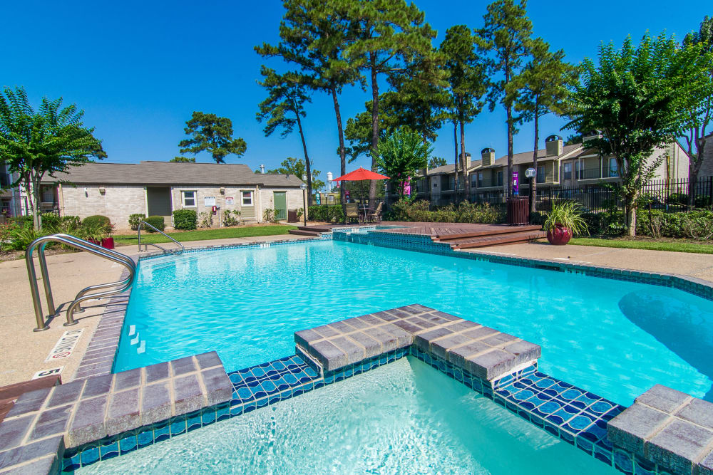 Meadowbrook Apartments hot tub