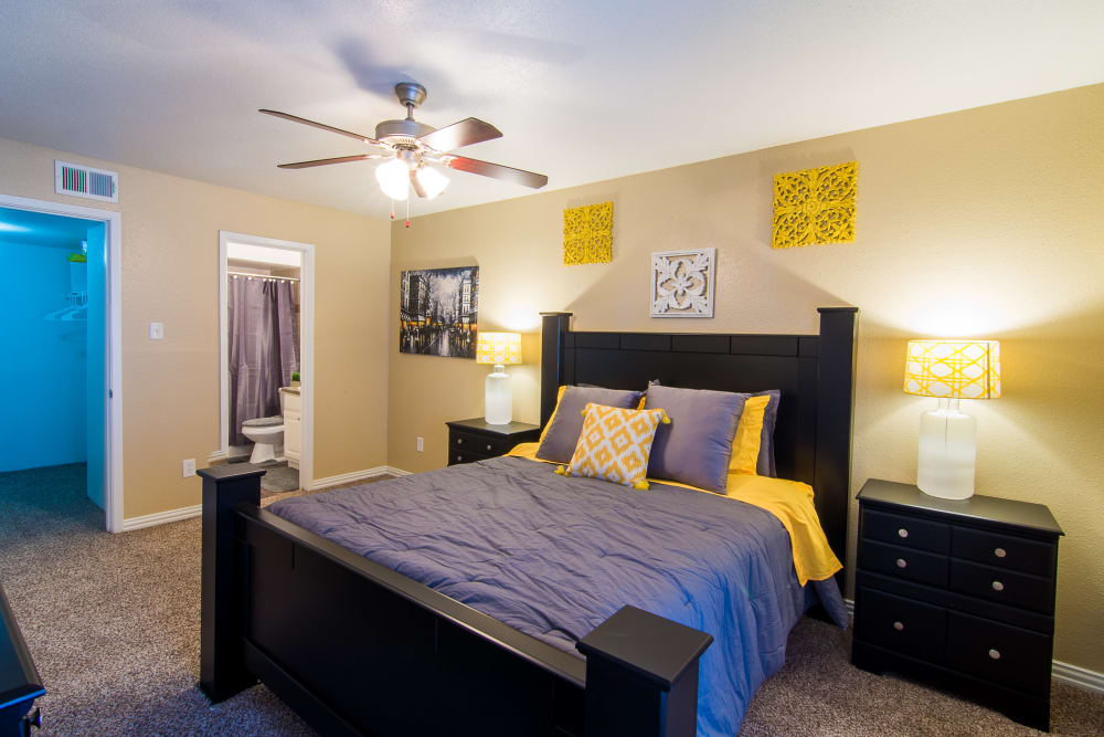 Guest bedroom at Meadowbrook Apartments