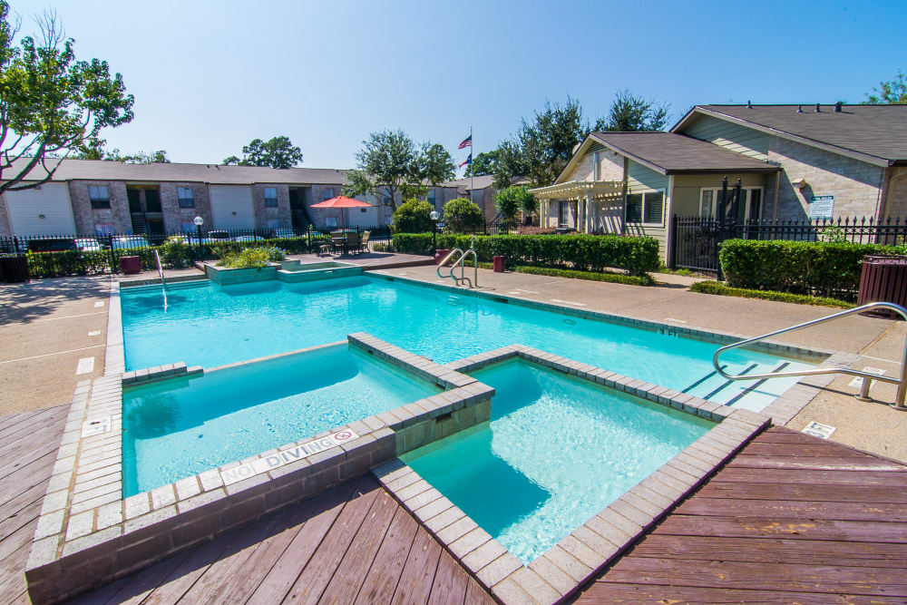 Hot tub and pool at Meadowbrook Apartments