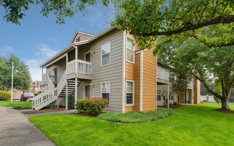 The grounds at Carriage Park Apartments in Vancouver, Washington