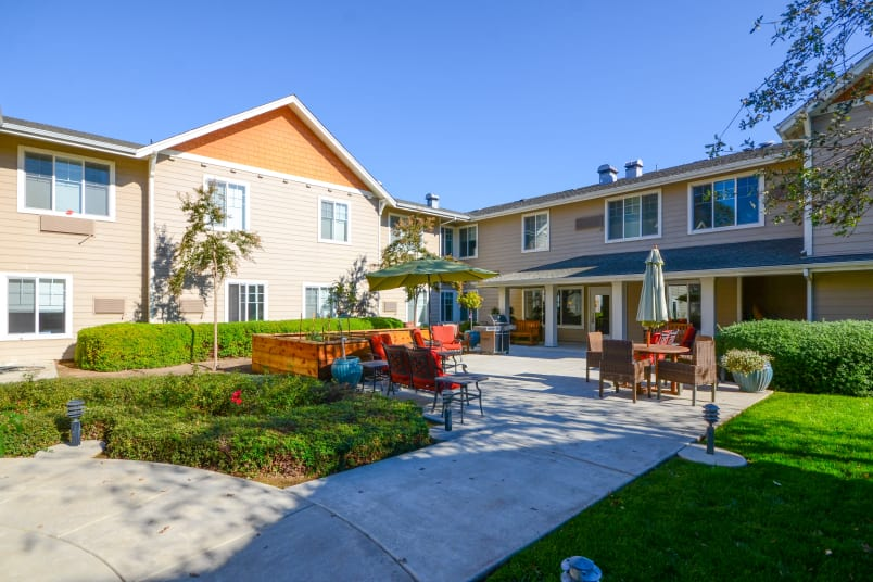 Short term and respite care at The Commons at Elk Grove in Elk Grove, California