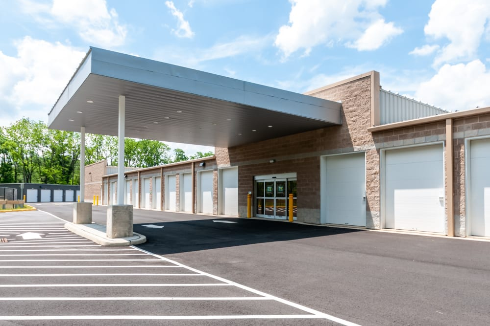 Covered loading and unloading zone at Metro Self Storage in Mount Laurel