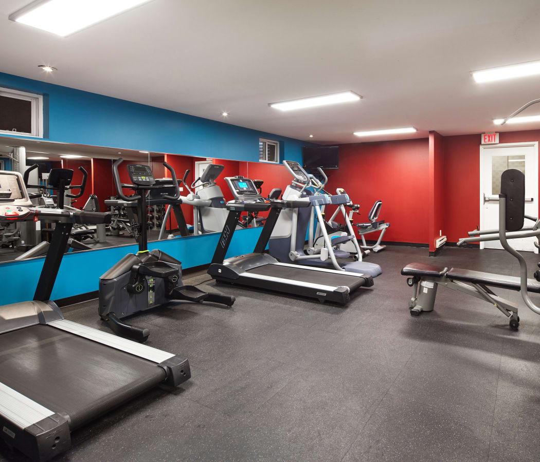 Bayview West Apartments: Apartments In North York, ON W/ A Gym, Pool & Hardwood
